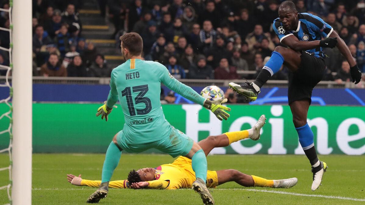 Dramat Interu w meczu z Barceloną. Borussia pozostaje w grze