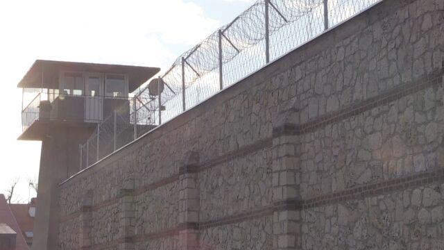 Więźniowie pozwali gminę  za smog na spacerniaku