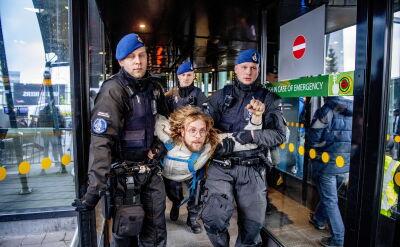 Protest w obronie klimatu na amsterdamskim Schiphol