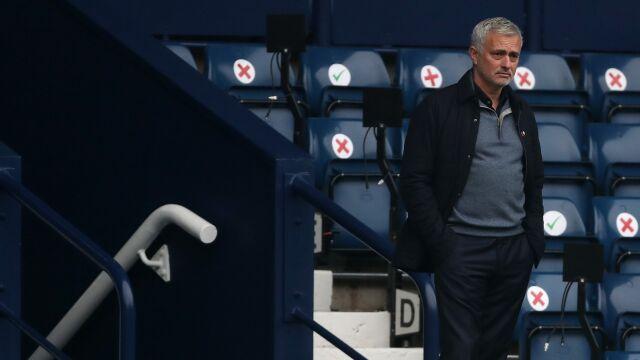 Jak obiecał, tak zrobił. Jose Mourinho przegrał zakład i kupił szynkę
