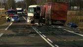 Zderzenie dwóch ciężarówek i auta osobowego