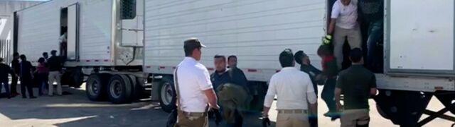 Jechali stłoczeni w zapieczętowanych skrzyniach. Ponad 700 migrantów zatrzymanych