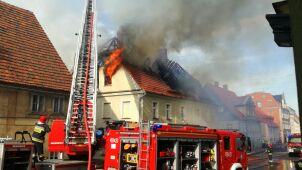 Płonął budynek wielorodzinny. Strażacy ewakuowali mieszkańców
