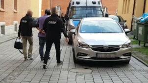 Policja: sprzedawali cukier przemysłowy jako spożywczy. 13 zatrzymanych