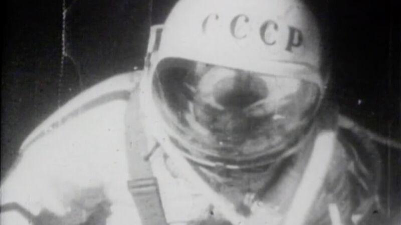 Pierwszy spacer w kosmosie