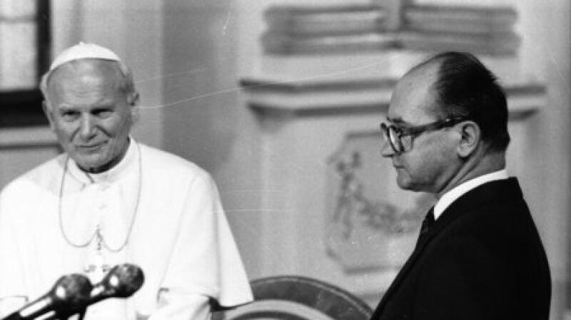 Jan Paweł II w tajnych dokumentach PZPR (archiwum IPN w Gdańsku, fot. PAP)