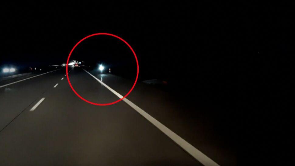 """Hulajnogą w nocy po autostradzie. """"Nagrałem, bo nikt by mi nie uwierzył"""""""
