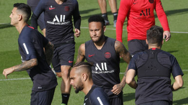 Kibice PSG ostrzegli Neymara.