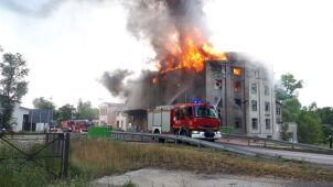 Ogień w budynku dawnego młyna