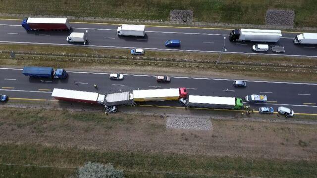 Sześć aut zderzyło się na obwodnicy Poznania. Poszkodowani: pięć osób, w tym dziecko