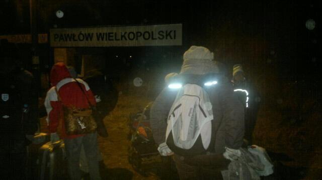 W ciemnościach i bez ogrzewania czekali pasażerowie pociągu w Pawłowie Wielkopolskim