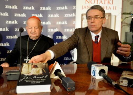 """""""Jestem bardzo w rękach Bożych"""" zawiera osobiste notatki papieża"""