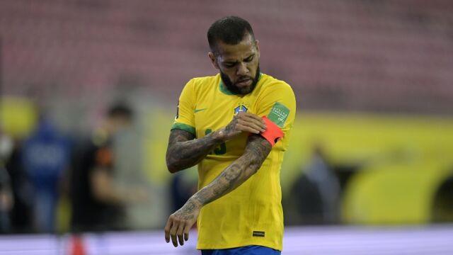 """Dani Alves został bez klubu. """"To jeszcze nie koniec"""""""