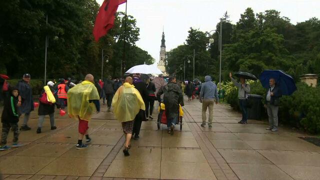 Pielgrzymi z całej Polski docierają na Jasną Górę.
