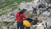Robert Jałocha obserwuje akcję ratunkową w jaskini