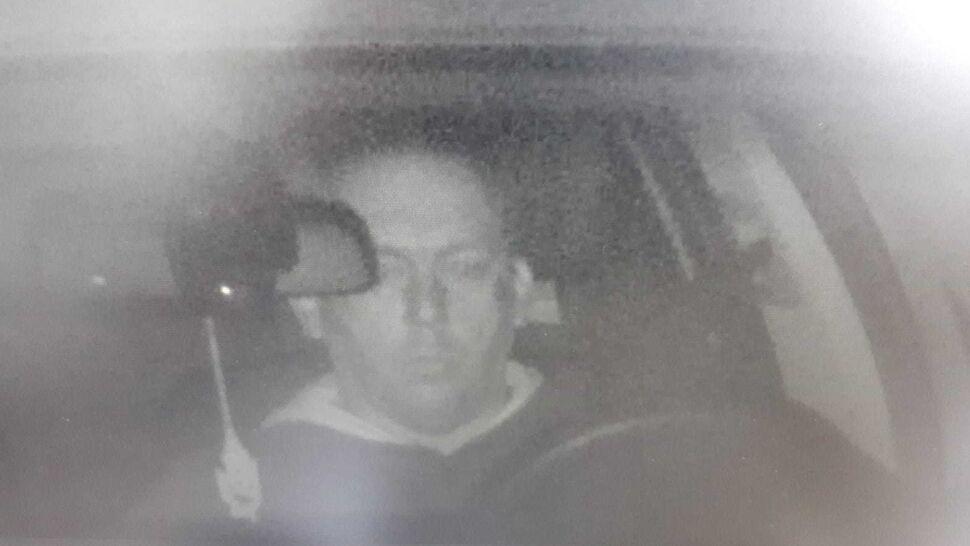 Policja szuka sprawcy kradzieży auta i pokazuje zdjęcie z fotoradaru