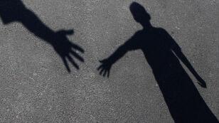 """""""Anioły i demony"""". Prali dzieciom mózgi, odcinali od rodziców"""