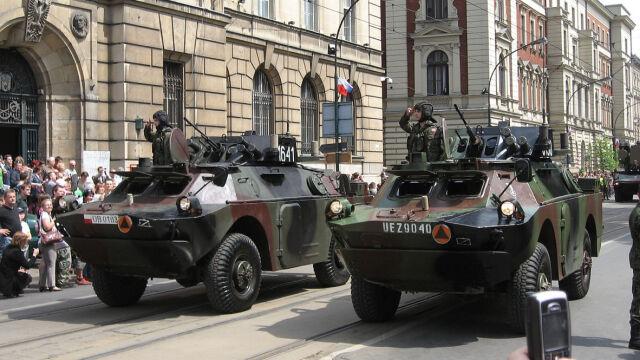 """""""Jeśli będzie zgoda NATO, Polska powinna sprzedawać broń Ukrainie"""""""