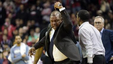 Koszykarz nalegał, by sędzia wyrzucił jego ojca z boiska. I dopiął swego