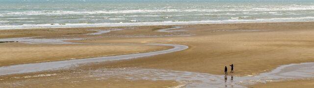 Podejrzane pakunki na francuskich plażach. Nielegalne, niebezpieczne i warte miliony euro