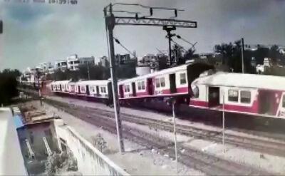 Czołowe zderzenie pociągów Indiach