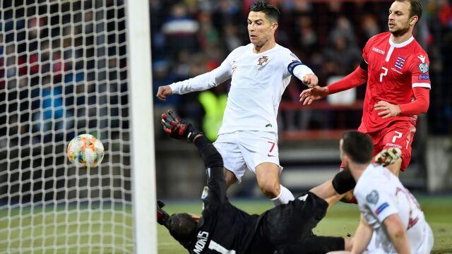 Obrońcy tytułu męczyli się w Luksemburgu. Awans przyklepał Ronaldo