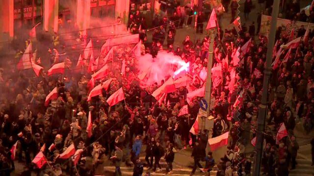 """Marsz narodowców we Wrocławiu rozwiązany. """"Poleciały w stronę policjantów różne przedmioty"""""""