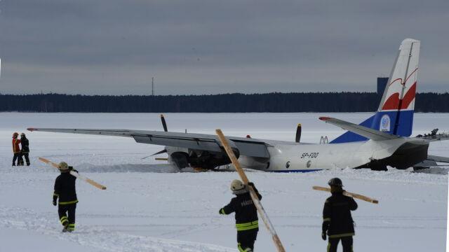 Polski samolot tonie w jeziorze