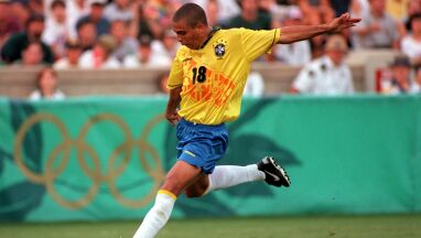 Czarodziej futbolu. Tak 20-letni Ronaldo zdobył serca olimpijskiej widowni w Atlancie