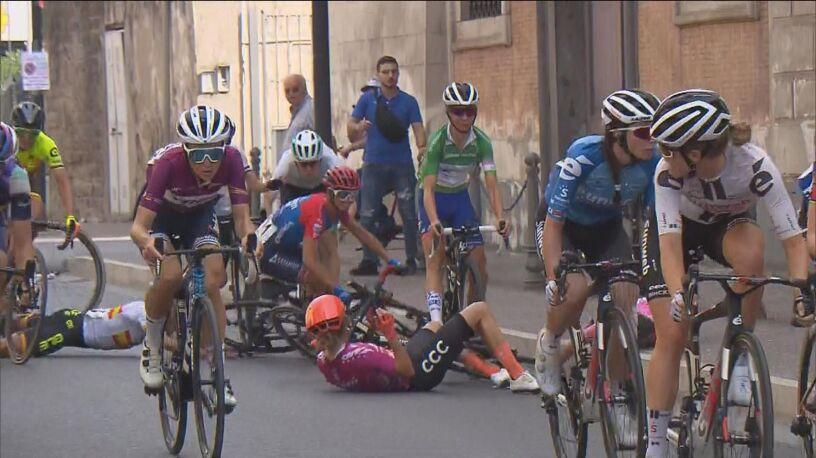 Niewiadoma wciąż druga w Giro Rosa. Groźny upadek liderki wyścigu