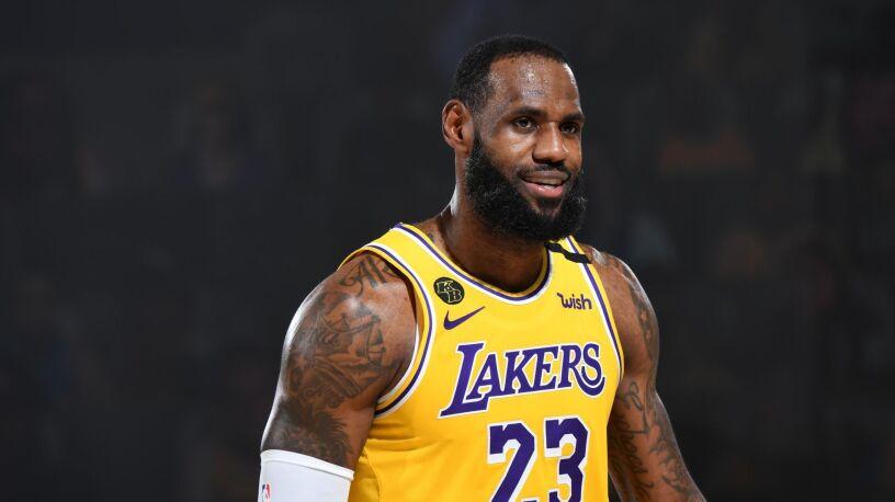 Niebotyczny kontrakt. Lakers przekonali LeBrona Jamesa