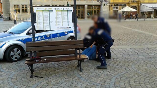 Nagrywał zatrzymanie Igora Stachowiaka. Prokurator oskarża go o przemoc wobec policjantów