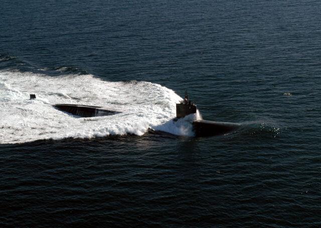 Atomowy okręt podwodny pokonany przez podpalacza. USS Miami trafi na złom