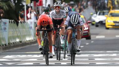 Polska grupa centymetry od triumfu w La Course by Le Tour de France. Niewiadoma czwarta