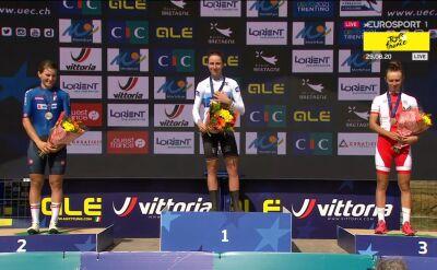 Ceremonia wręczenia medali po wyścigu elity kobiet w mistrzostwach Europy