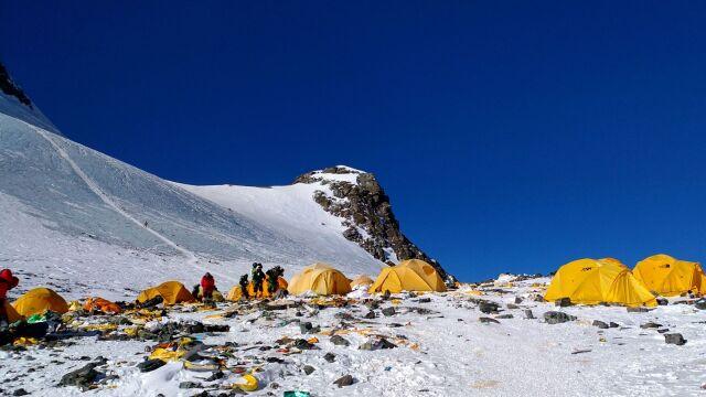 Ostrzegał przed oblężeniem Mount Everest. Zdobył szczyt i zmarł