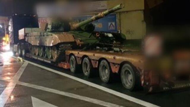 Lawety przewoziły czołgi. Były znacznie przeciążone, trafiły na parking