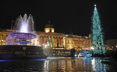 Zapalono światełka na choince na Trafalgar Square