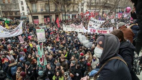 """Protestują, ale rząd  nie odpuszcza. Premier chce przeprowadzić reformę """"do końca"""""""