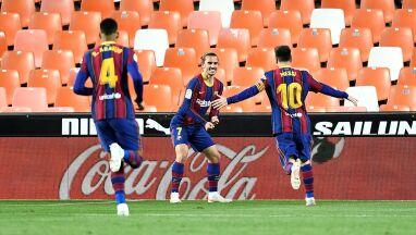 FC Barcelona wciąż walczy o tytuł. Pięć goli w Walencji