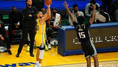 Curry trafia i trafia. Rekord już ma, a zostały jeszcze dwa mecze
