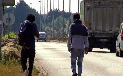 Migranci ustawili blokadę na autostradzie w Calais