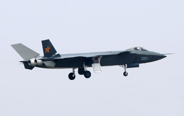"""Chiński supermyśliwiec  to """"pokazówka""""?"""