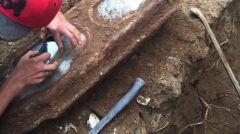 Ekipa remontowa wykopała trumnę w czasie prac w garażu
