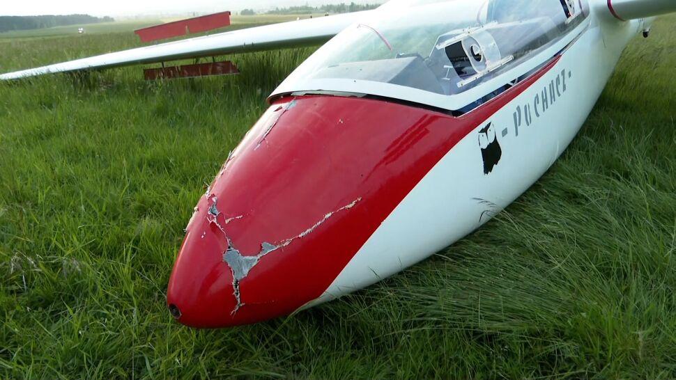Motocykl wjechał pod lądujący szybowiec. Motocrossowiec nie żyje