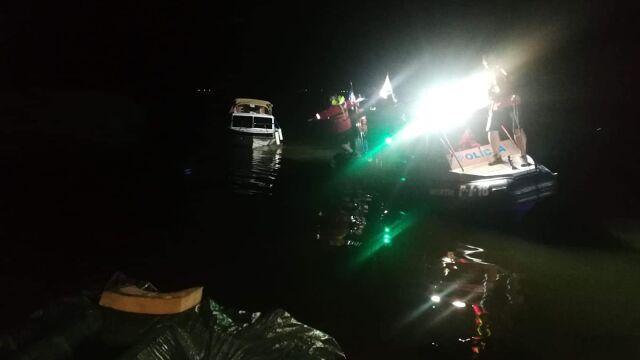 Po ciemku wypłynęli łodzią na środek jeziora. Mieli po 4 promile alkoholu