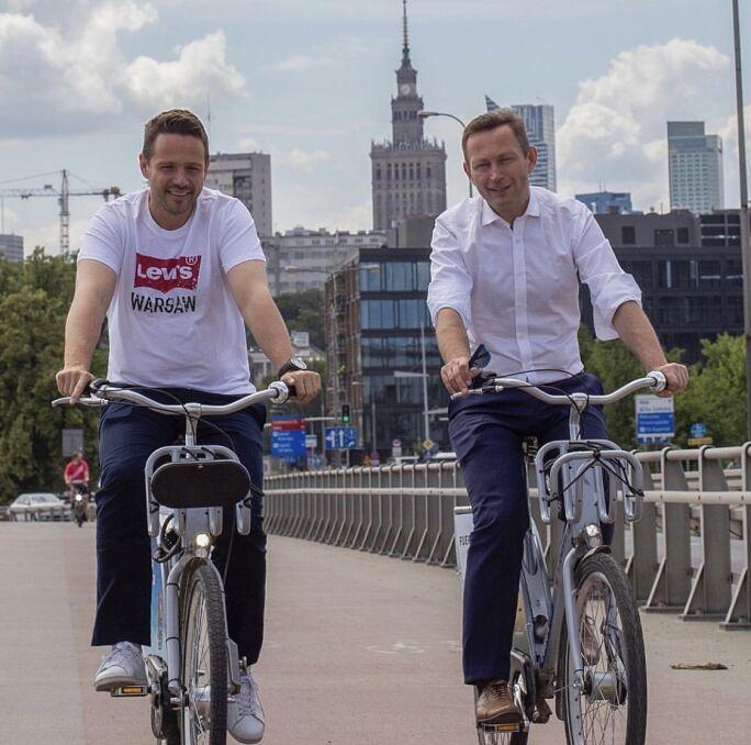 Paweł Rabiej na rowerach z Rafałem Trzaskowskim, czerwiec 2018 r.