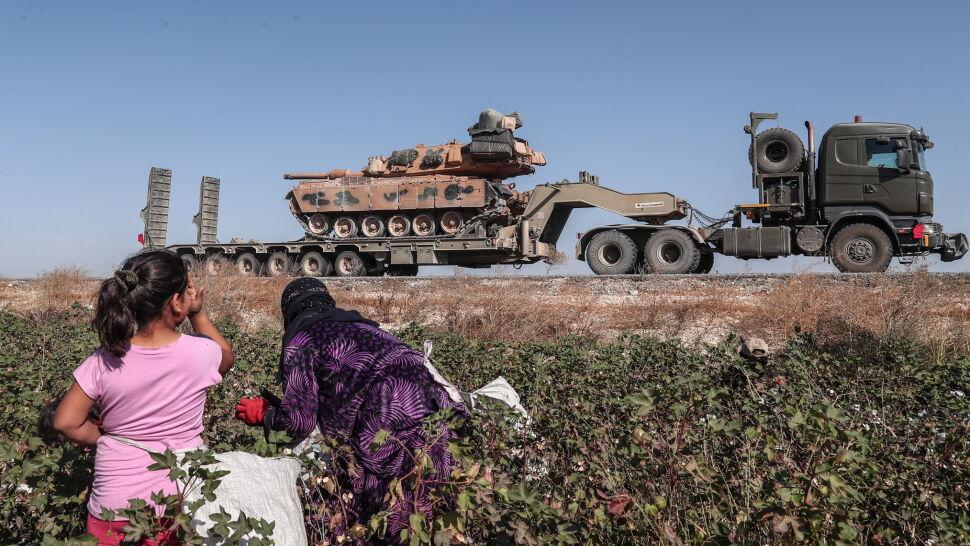 Turcy prą coraz głębiej, Amerykanie wycofują się na południe