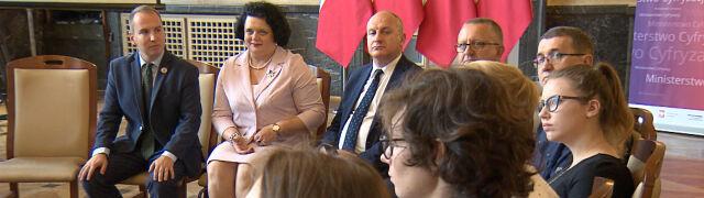 Andruszkiewicz zapowiadał wakacyjne spotkania w 16 województwach. Był w czterech
