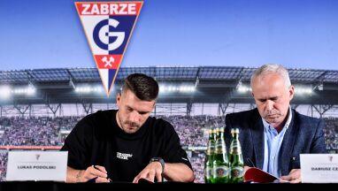 Lukas Podolski złożył podpis pod umową.